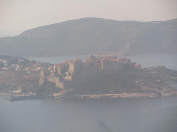 Landeanflug auf Calvi - die Zitadelle